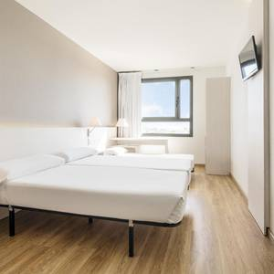 Triple room  (2 adults + 1 child) hotel ilunion valencia 3